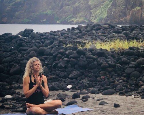 19-09 Kealakekua Bay Sacred Site Lotus Mudra Lisa